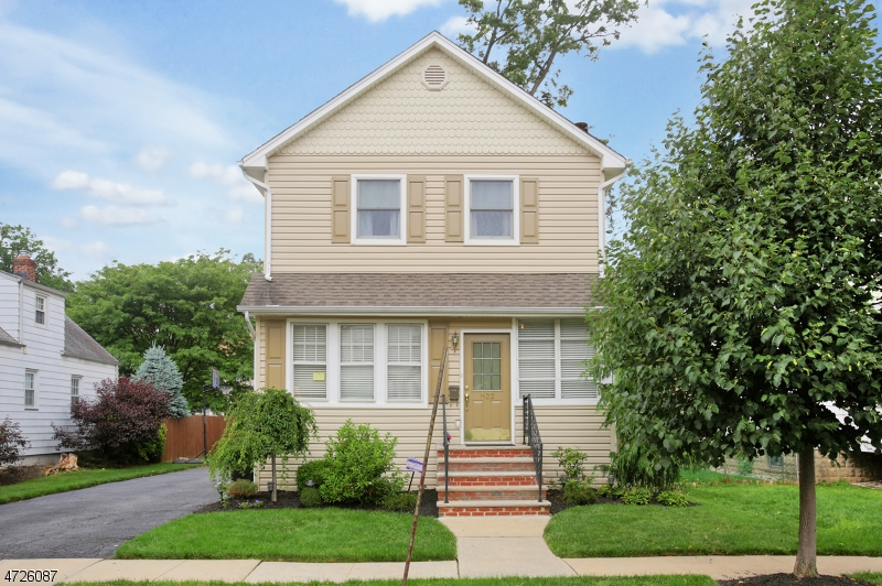 Single Family Home for Sale at 822 Filbert Street Roselle Park, 07204 United States