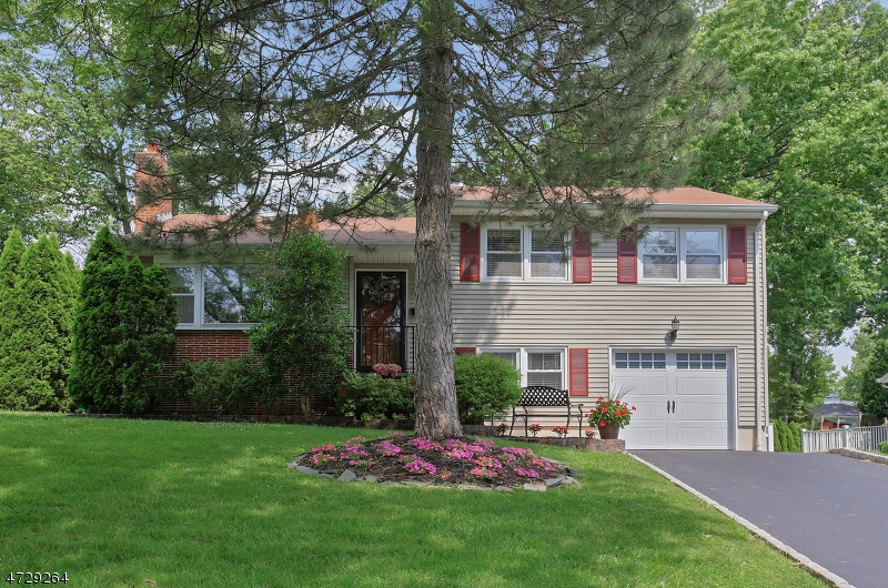Single Family Home for Sale at 441 La Grande Avenue Fanwood, New Jersey 07023 United States