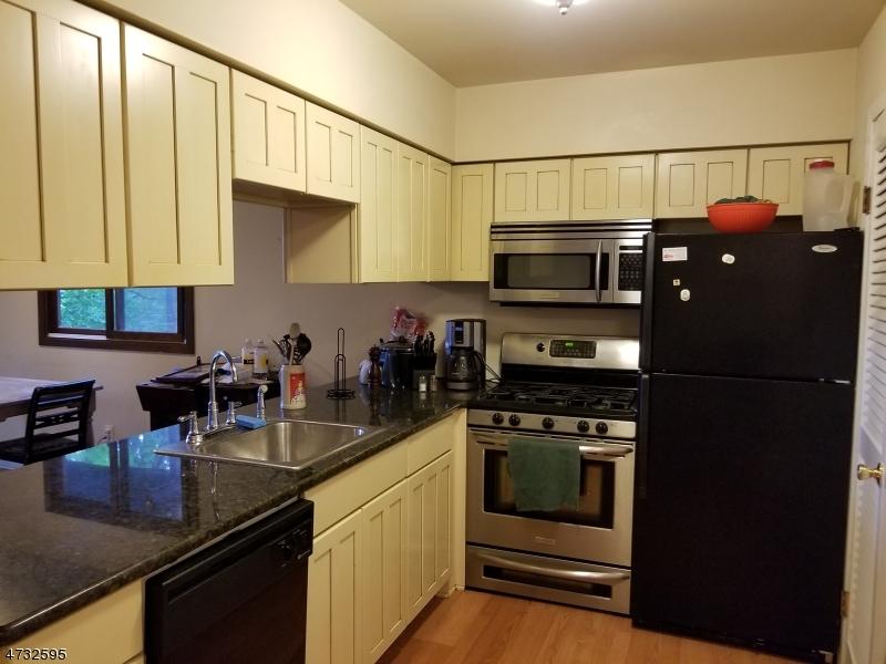 Частный односемейный дом для того Аренда на 4 Davos Dr, UNIT 1 Vernon, Нью-Джерси 07462 Соединенные Штаты