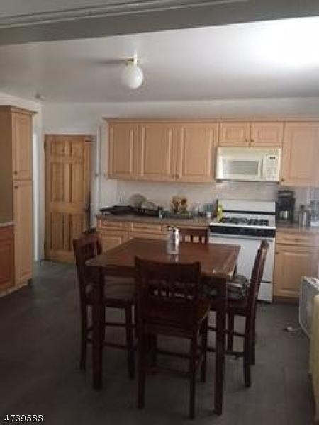 Частный односемейный дом для того Аренда на 77-79 HECKEL Street Belleville, Нью-Джерси 07109 Соединенные Штаты