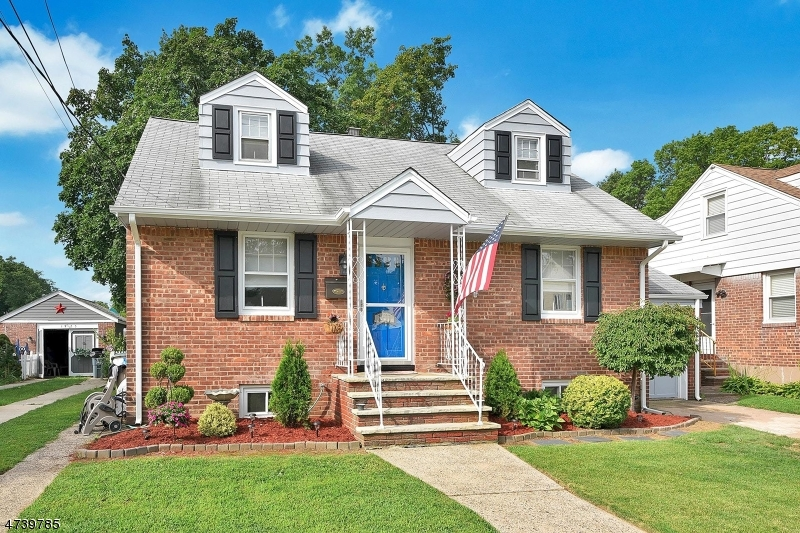 Single Family Home for Sale at 101 W Oldis Street Rochelle Park, New Jersey 07662 United States
