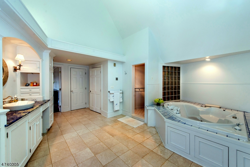Additional photo for property listing at 69 Philhower Road  Tewksbury Township, New Jersey 08833 États-Unis