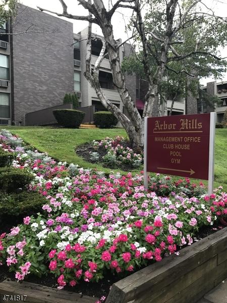 Частный односемейный дом для того Аренда на 1 River Road Belleville, Нью-Джерси 07110 Соединенные Штаты