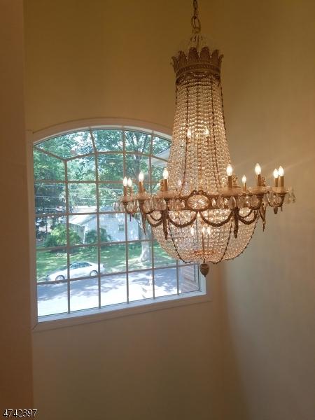 Частный односемейный дом для того Продажа на 75 Benton Road Paramus, Нью-Джерси 07652 Соединенные Штаты