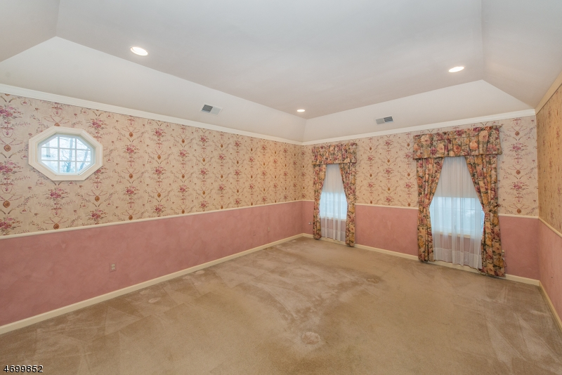 Additional photo for property listing at 10 Anna Rose Court 10 Anna Rose Court Bloomingdale, New Jersey 07403 United States