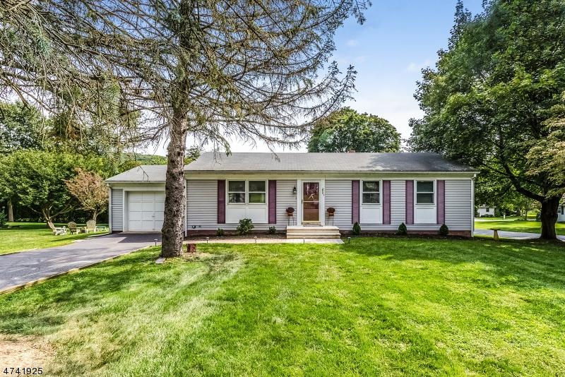 独户住宅 为 销售 在 21 Hoffman Drive Califon, 新泽西州 07830 美国
