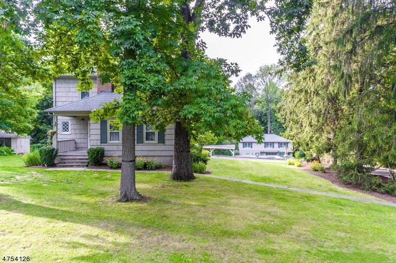 Einfamilienhaus für Verkauf beim 1122 Long Hill Road 1122 Long Hill Road Long Hill Township, New Jersey 07980 Vereinigte Staaten