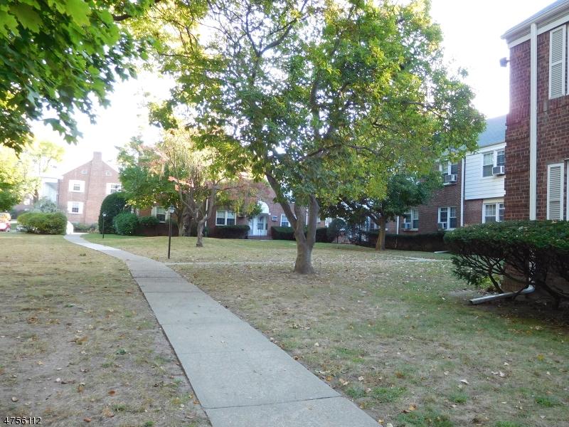 Частный односемейный дом для того Продажа на 139A River Elmwood Park, Нью-Джерси 07407 Соединенные Штаты