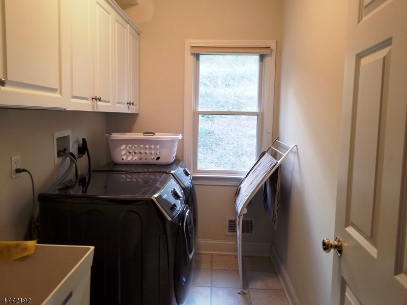 Additional photo for property listing at Address Not Available  Raritan, New Jersey 08822 États-Unis