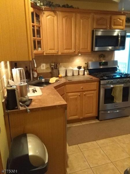 Μονοκατοικία για την Πώληση στο 955 Liberty Avenue Hillside, New Jersey 07205 United States