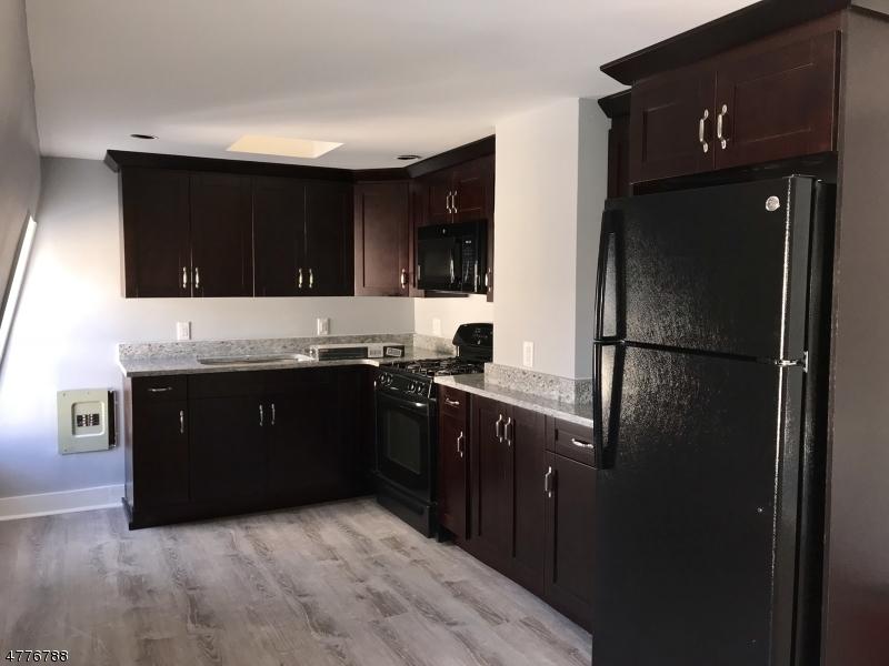 独户住宅 为 出租 在 384 Ramapo Valley Road 奥克兰, 新泽西州 07436 美国