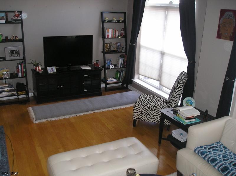 Casa Unifamiliar por un Alquiler en 129 Rock Creek Drive Clifton, Nueva Jersey 07014 Estados Unidos