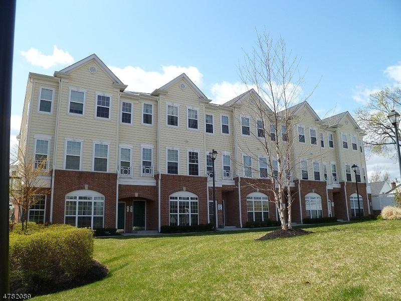 Einfamilienhaus für Verkauf beim 309 Freedom Lane 309 Freedom Lane Belleville, New Jersey 07109 Vereinigte Staaten