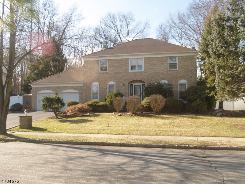 Частный односемейный дом для того Продажа на 30 Silver Spring Court East Hanover, Нью-Джерси 07936 Соединенные Штаты