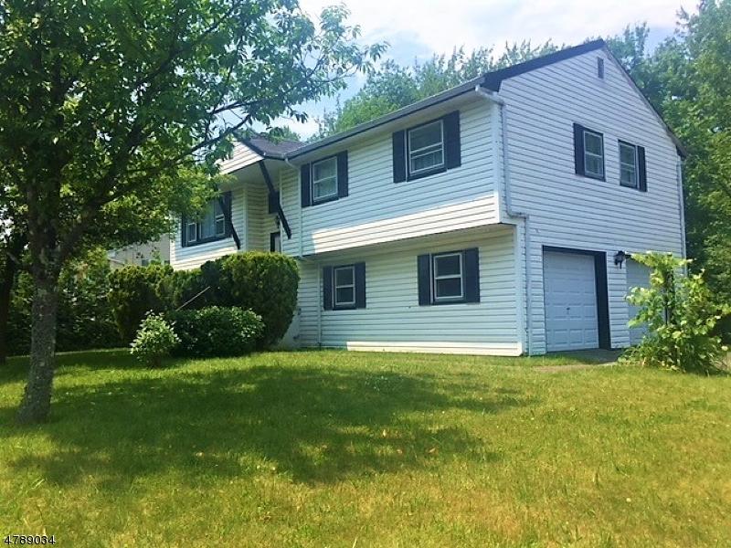Nhà ở một gia đình vì Bán tại 414 Warwick Tpke West Milford, New Jersey 07421 Hoa Kỳ