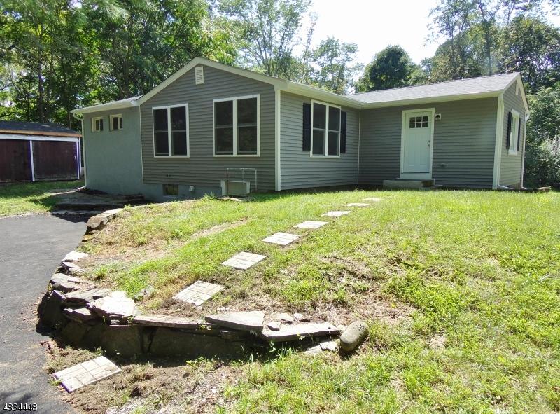 Tek Ailelik Ev için Satış at 48 LAWRENCE Road Andover, New Jersey 07848 Amerika Birleşik Devletleri