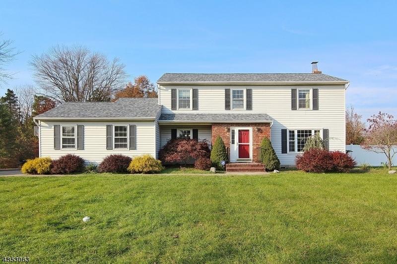 Частный односемейный дом для того Продажа на 27 E MOUNTAIN Road Hillsborough, Нью-Джерси 08844 Соединенные Штаты