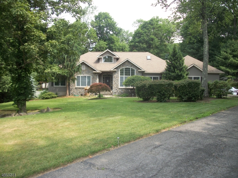 Single Family Home for Sale at 16 STONE RIDGE RD 16 STONE RIDGE RD Vernon, New Jersey 07461 United States