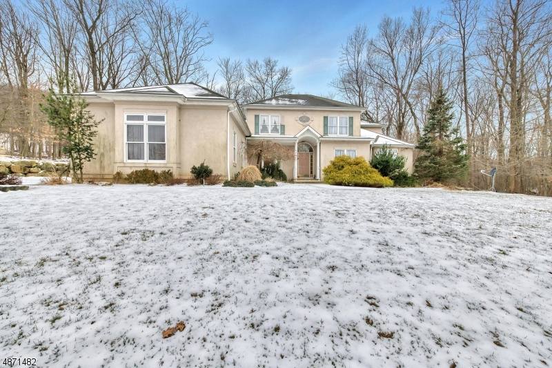 Single Family Home for Sale at 4 Split Rock Road North Haledon, New Jersey 07508 United States