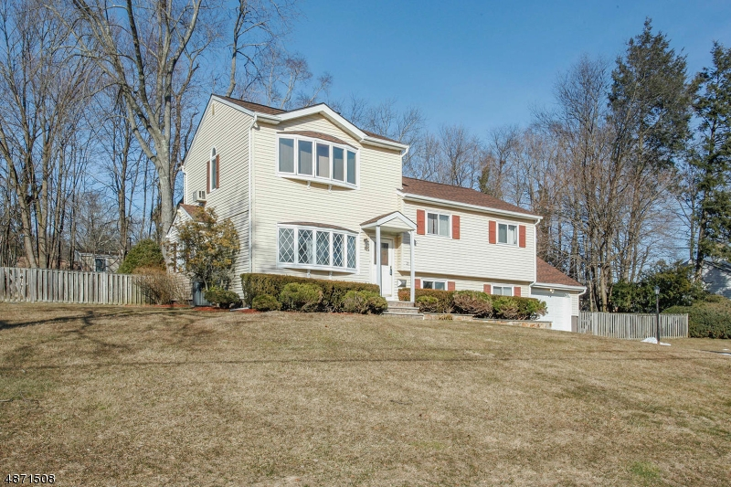 Single Family Home for Sale at 25 DURANTE Road Waldwick, New Jersey 07463 United States