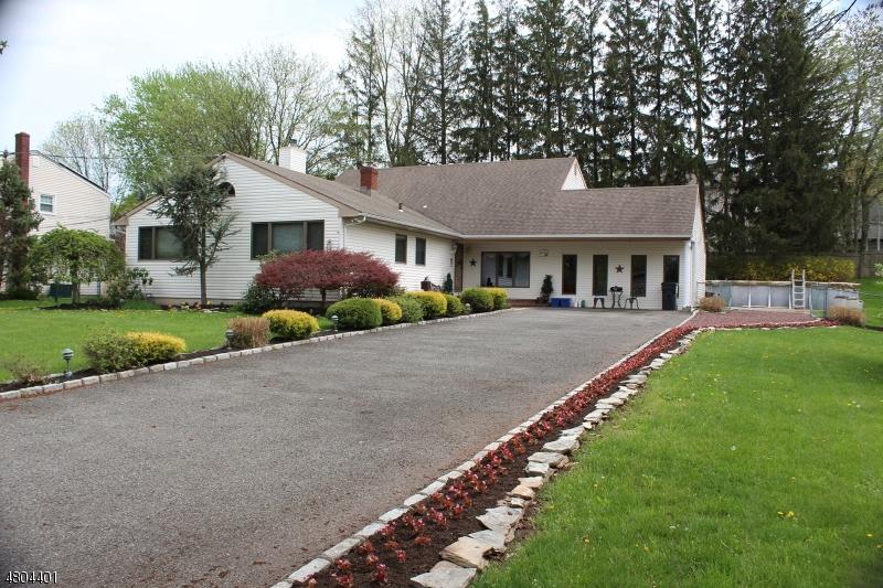Enfamiljshus för Försäljning vid 325 WILLOW WAY Clark, New Jersey 07066 Förenta staterna