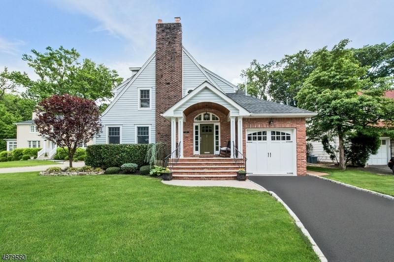 Villa per Vendita alle ore 16 DOERING way Cranford, New Jersey 07016 Stati Uniti