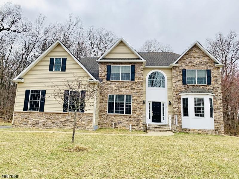 Villa per Vendita alle ore 15 REGER Road Roxbury Township, New Jersey 07876 Stati Uniti