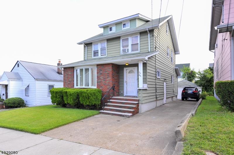 Multi-Family Homes för Försäljning vid Lyndhurst, New Jersey 07071 Förenta staterna