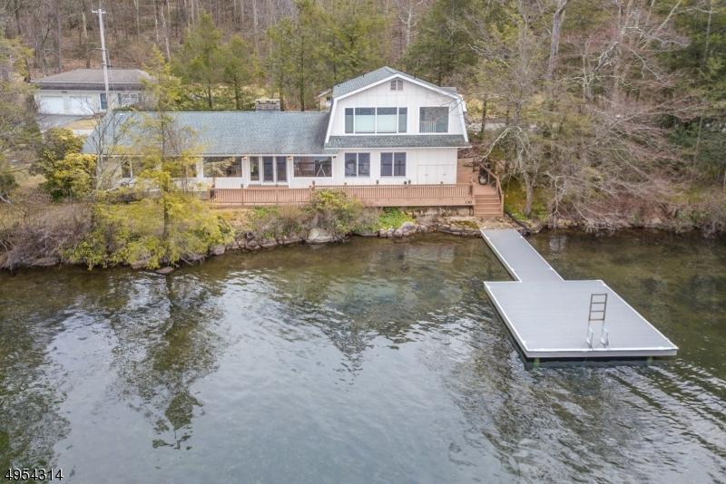 Single Family Homes per Vendita alle ore 130 LAKE END Road Rockaway, New Jersey 07435 Stati Uniti