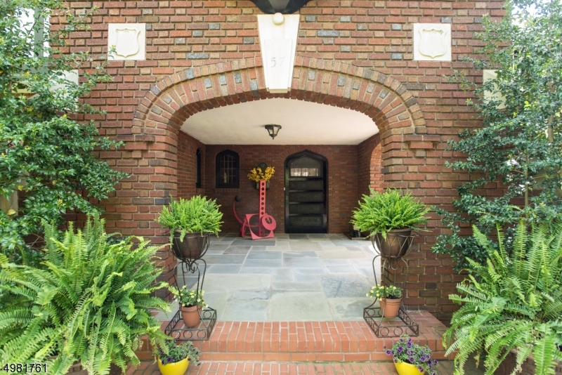 Additional photo for property listing at  蒙特克莱尔, 新泽西州 07042 美国