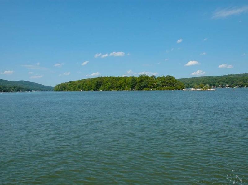 Additional photo for property listing at 9 FOX Island  Hewitt, Nueva Jersey 07421 Estados Unidos