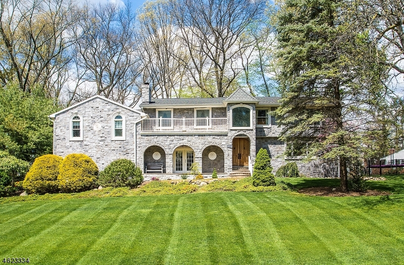 Single Family Home for Sale at 277 Forest Glen Avenue Franklin Lakes, New Jersey 07417 United States