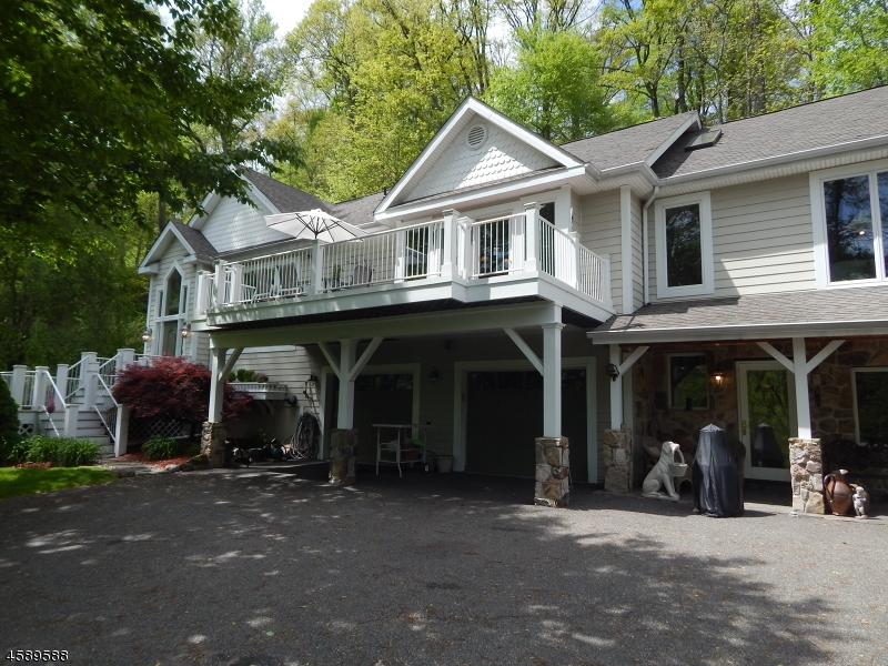 Additional photo for property listing at 4 Stoney Ridge Lane  Lebanon, New Jersey 08833 United States