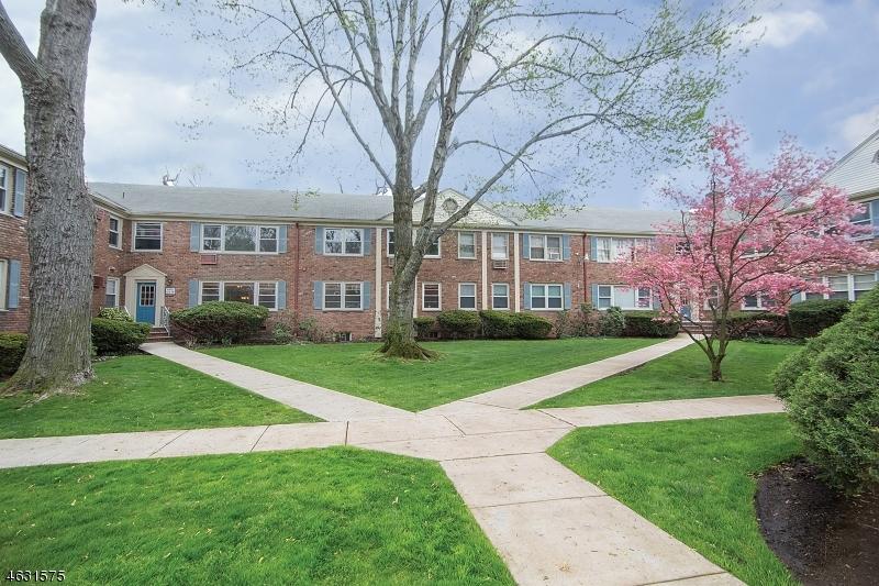 Частный односемейный дом для того Продажа на 24 Hutton Avenue West Orange, Нью-Джерси 07052 Соединенные Штаты