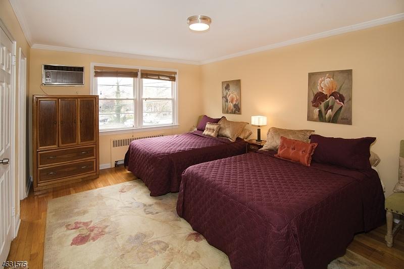 Additional photo for property listing at 24 Hutton Avenue  West Orange, Нью-Джерси 07052 Соединенные Штаты