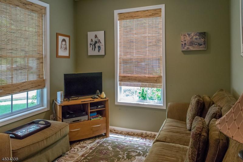 Additional photo for property listing at 149 Levinberg Lane  Wayne, Nueva Jersey 07470 Estados Unidos