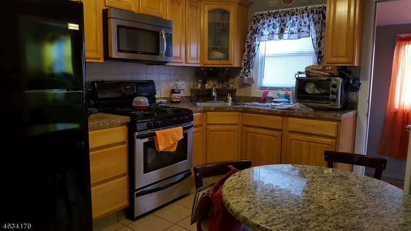Additional photo for property listing at 572 E 33rd Street  Paterson, New Jersey 07513 États-Unis