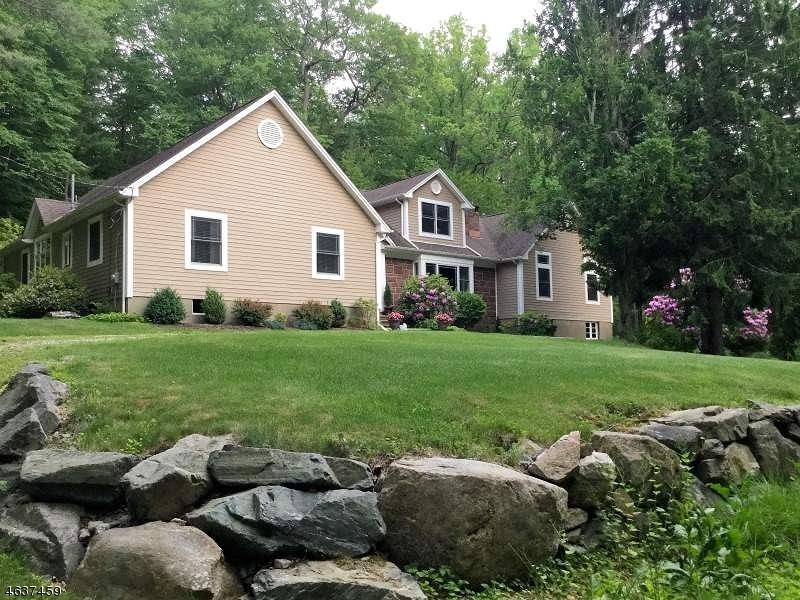 Частный односемейный дом для того Продажа на 438 Pepperidge Tree Lane Butler, Нью-Джерси 07405 Соединенные Штаты