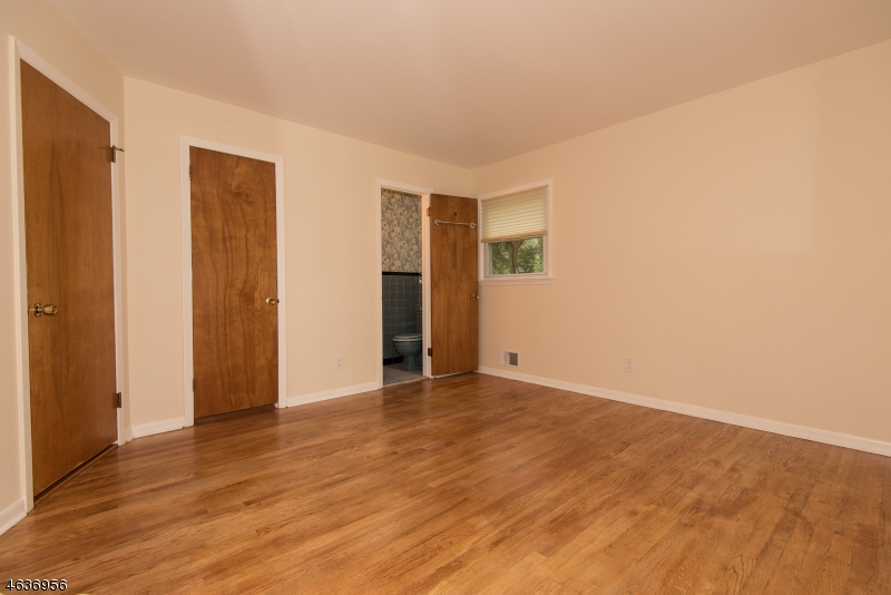 Additional photo for property listing at 53 Evergreen Street  Waldwick, New Jersey 07463 United States