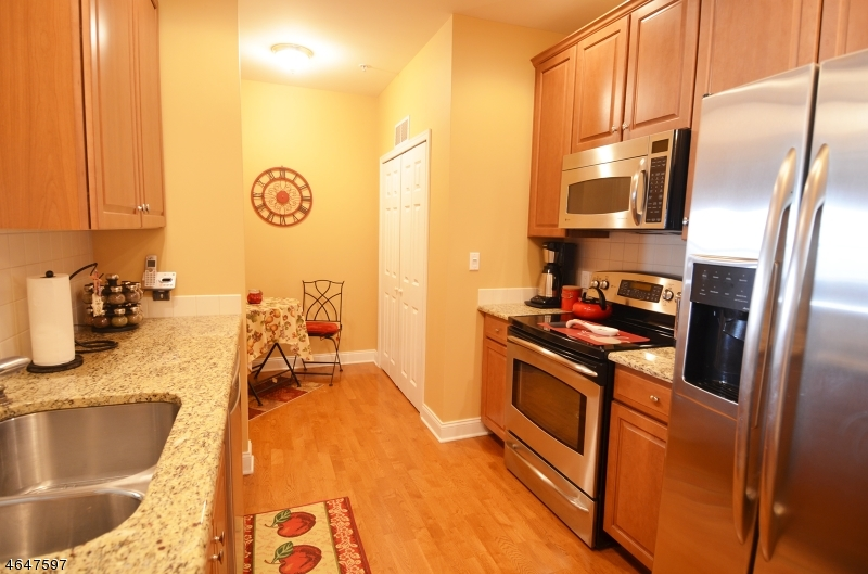 Additional photo for property listing at 100 Middlesex Blvd, 242  Plainsboro, New Jersey 08536 États-Unis