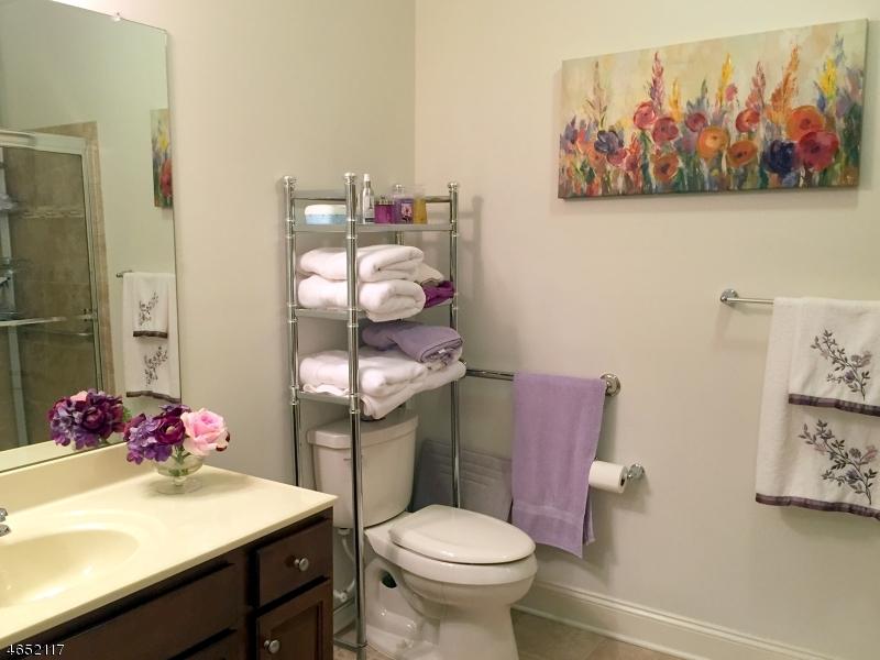 Additional photo for property listing at 4 Crystal Ct, B3  Woodland Park, Nueva Jersey 07424 Estados Unidos