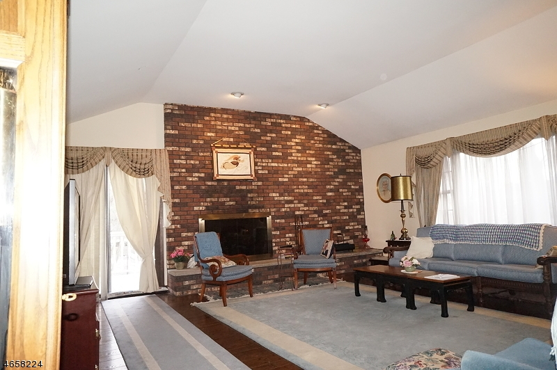Additional photo for property listing at 12 Wildwood Avenue  West Orange, Nueva Jersey 07052 Estados Unidos