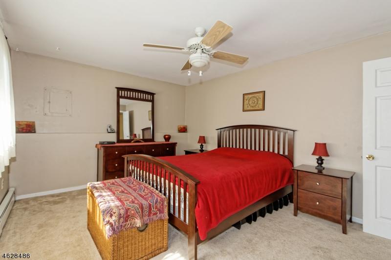 Additional photo for property listing at 12 William Drive  Rockaway, Нью-Джерси 07866 Соединенные Штаты