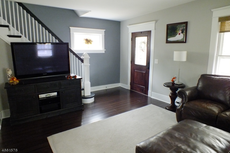 Additional photo for property listing at 10 S Middaugh Street  Somerville, Nueva Jersey 08876 Estados Unidos