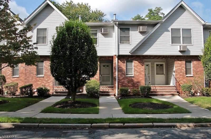Casa Unifamiliar por un Venta en 38 Home Place Bergenfield, Nueva Jersey 07621 Estados Unidos