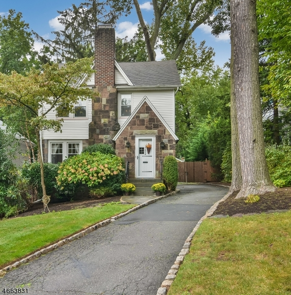 Single Family Home for Sale at 152 Forest Hill Road West Orange, New Jersey 07052 United States