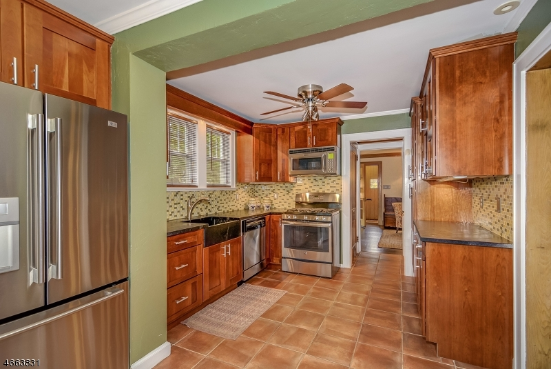 Additional photo for property listing at 152 Forest Hill Road  West Orange, New Jersey 07052 United States