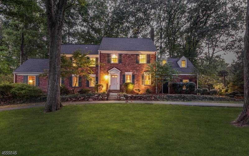 独户住宅 为 销售 在 763 Lawrence Avenue 韦斯特菲尔德, 07090 美国