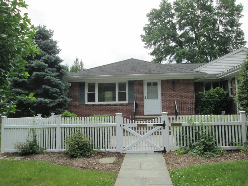Частный односемейный дом для того Аренда на 58 Ridgedale Avenue Florham Park, Нью-Джерси 07932 Соединенные Штаты