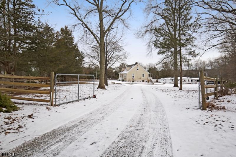 Частный односемейный дом для того Продажа на 15 FELMLEY Road Oldwick, 08858 Соединенные Штаты